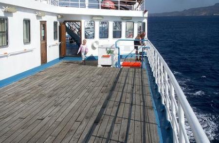 Cómo cuidar la cubierta de madera de su embarcación