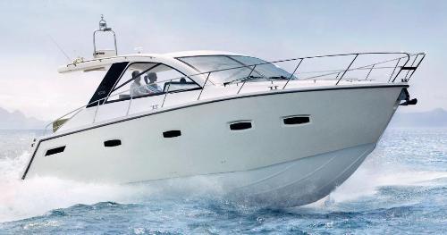 Celebrando 40 años de Sealine a bordo de su yate SC35