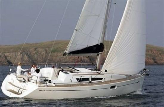 Navegue en el Sun Odyssey, un velero de lujo en alquiler