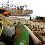 Cuando los barcos se convierten en basura tóxica